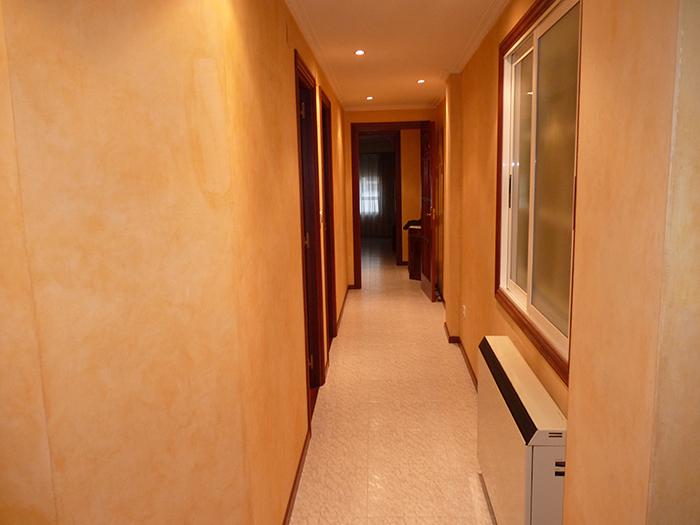 Venta de piso en carballo anuncios marinalaxe for Pisos para pasillos interiores